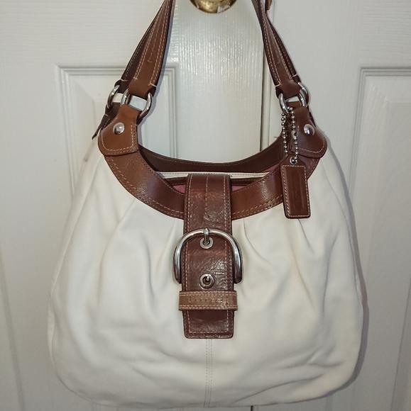 Coach Handbags - EUC Coach Soho Lynn Smooth Leather Hobo